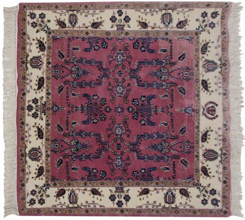 4×4 Sarouk Rose Oriental Square Rug 031090