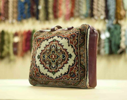 1×1 Tabriz Ivory Oriental Carpet Bag 033400