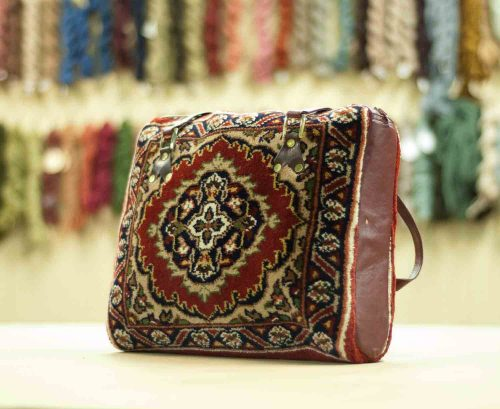 1×1 Tabriz Red Oriental Carpet Bag 033407